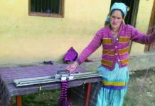 Kusuma-Devi-knits-a-sweater-at-Kapaniya-village-Rudraprayag-district-of-Uttarakhand-uttaranchal-times